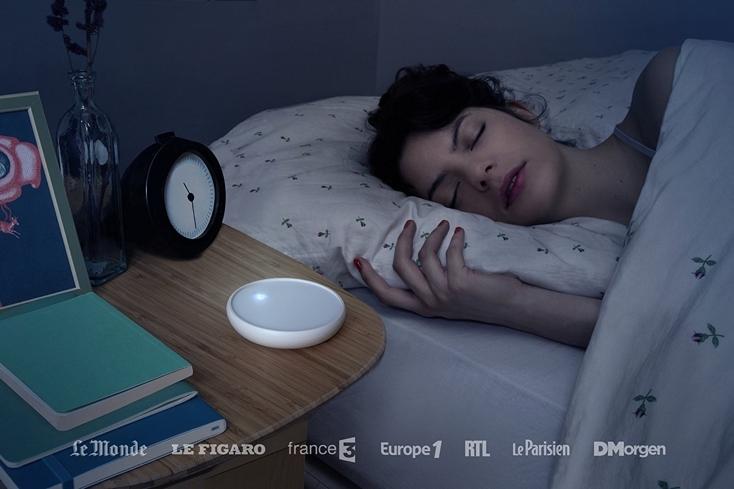 慢性不眠症のための光のメトロノーム「Dodow」