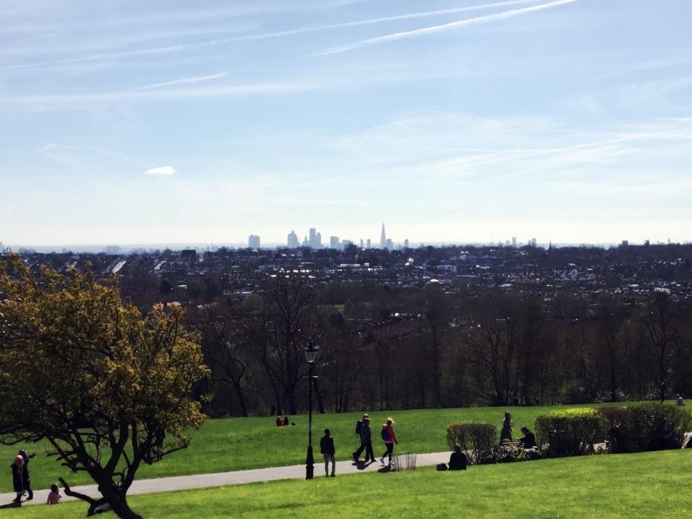 イギリス、ロンドンの見晴らしのいい丘
