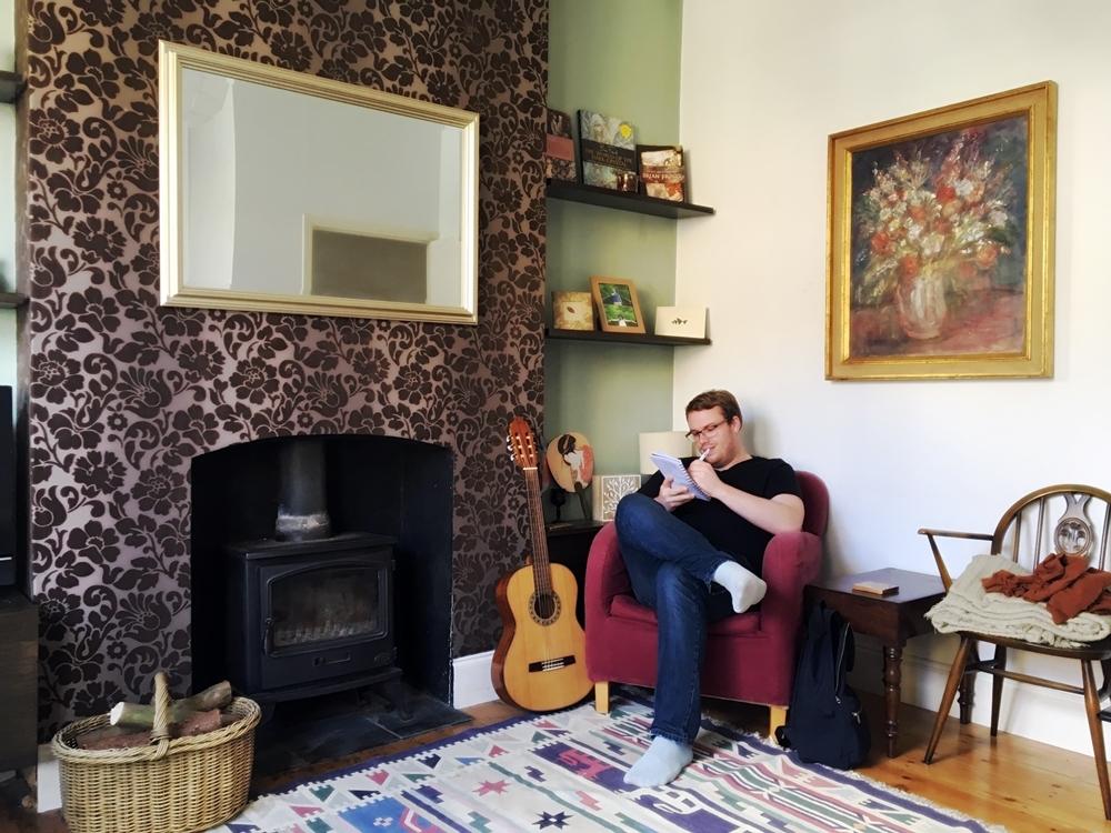 レトロでおしゃれな暖炉付きの素敵なロンドンのアパート