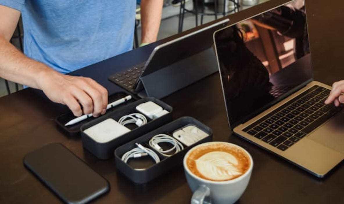 モチーフは弁当箱。アップル製品の充電器やイヤホンを収納するアイテム