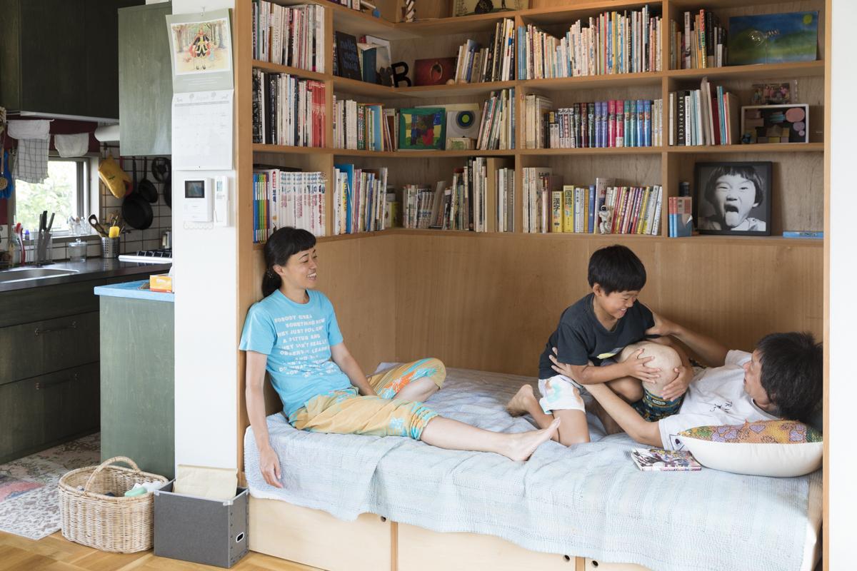 家の中心に「本小屋」が。建てた後も変化させられる、自由な一軒家(神奈川県・葉山)|みんなの部屋