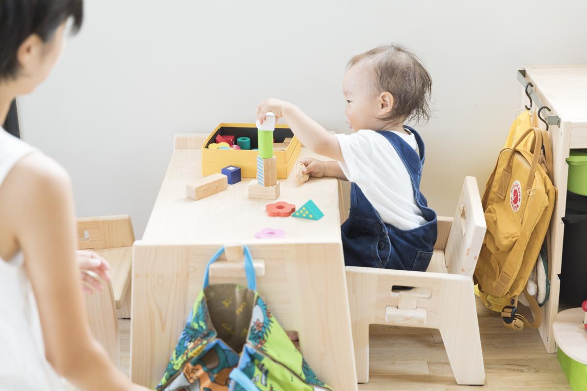 赤ちゃんの机