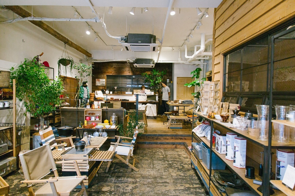 """クオリティ重視で作る。アウトドアで存在感を放つ""""家具""""が並ぶ「INOUT」(東日本橋)"""