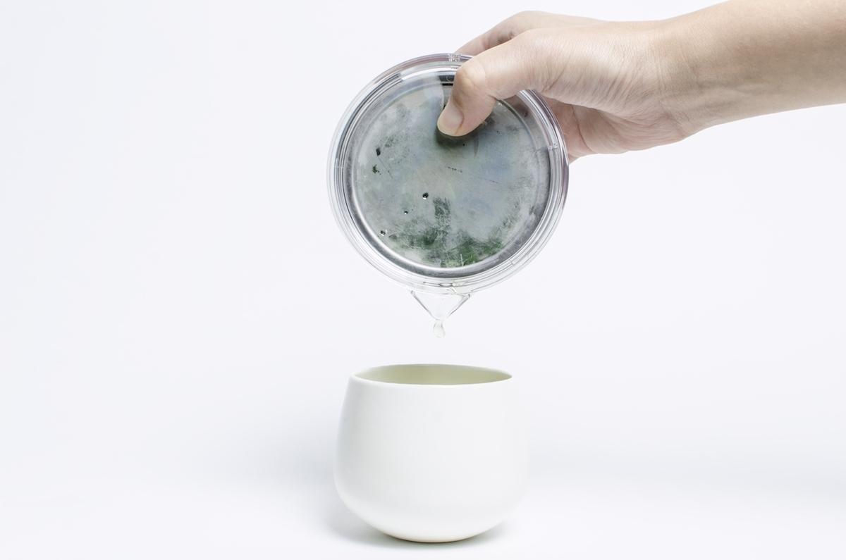 ひとりで手軽に煎茶を楽しめる透明急須