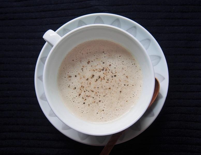 食物繊維が豊富でデトックス効果のあるごぼうのスープ