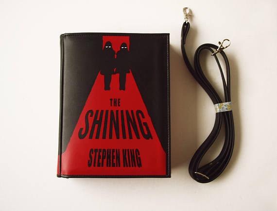 プレゼントに最適な本型のショルダーバッグ