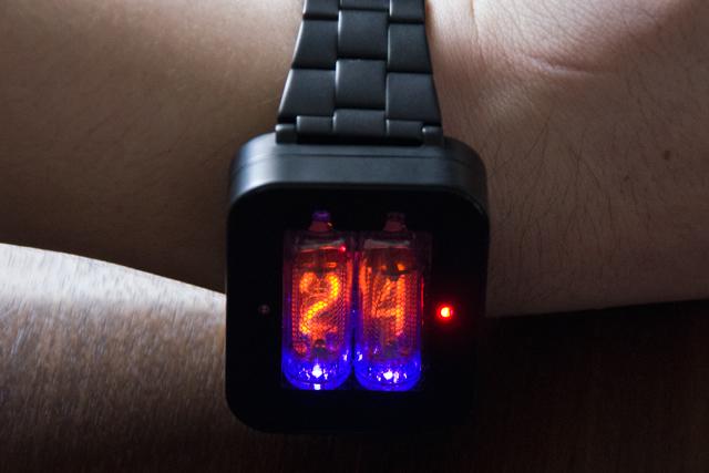 ニキシー管腕時計「nixie watch」は