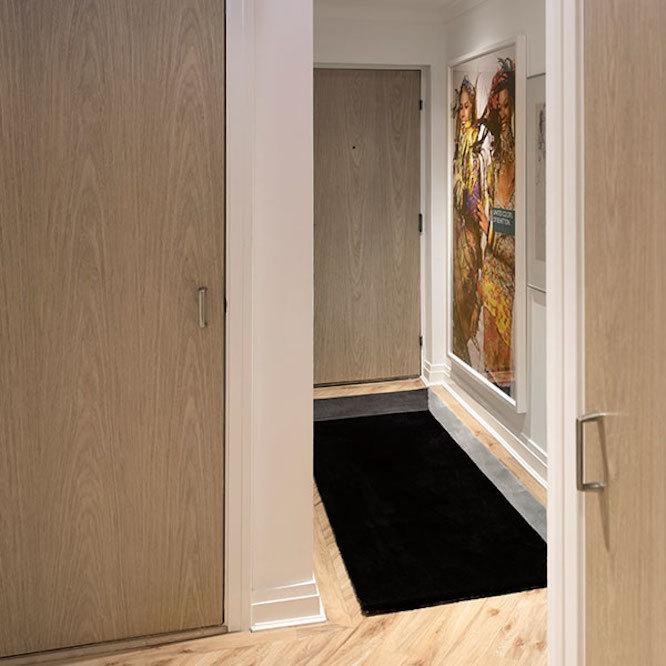 目の錯覚で、お部屋をユニークに。穴に落ちそうになるラグ「Void Rug」