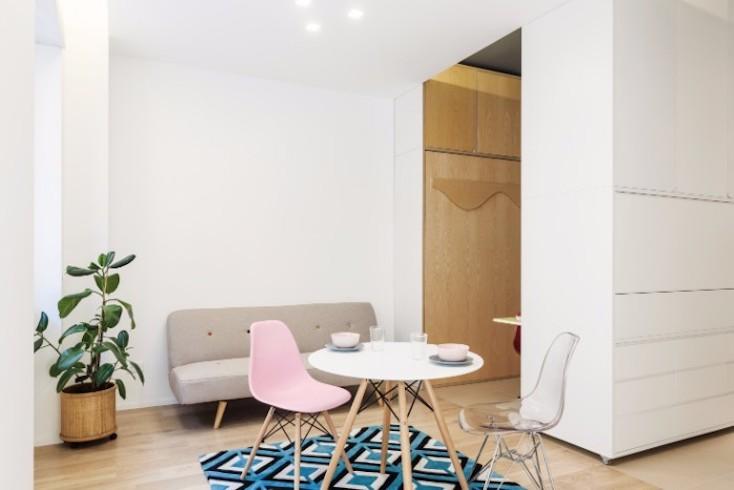 また、ベッドは壁に収納されているので、ベッドをしまえば空間を広く使うことができる。そのため収納できる折りたたみ家具などを利用して、たくさんの人を部屋に呼ぶ  ...