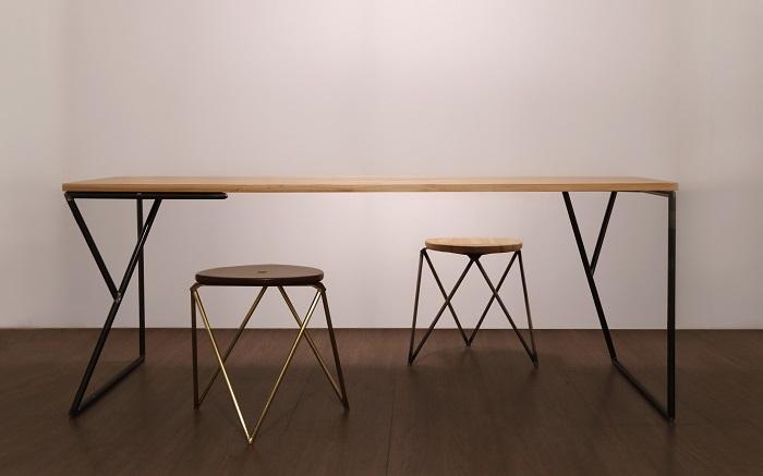 福井県の溶接工場の技術が生み出した鉄の肌触りを感じられる家具ブランド「HADA」からスツールと机が登場