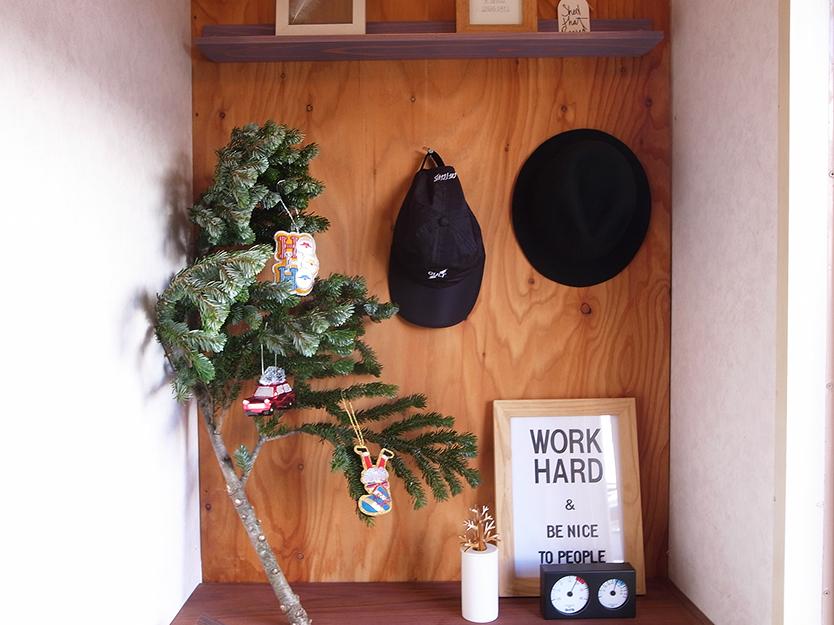 フランフランのクリスマスオーナメントをモミに飾る