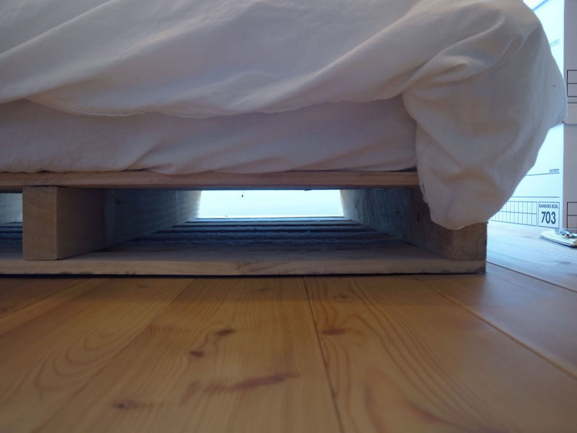 ベッド台として使うパレット