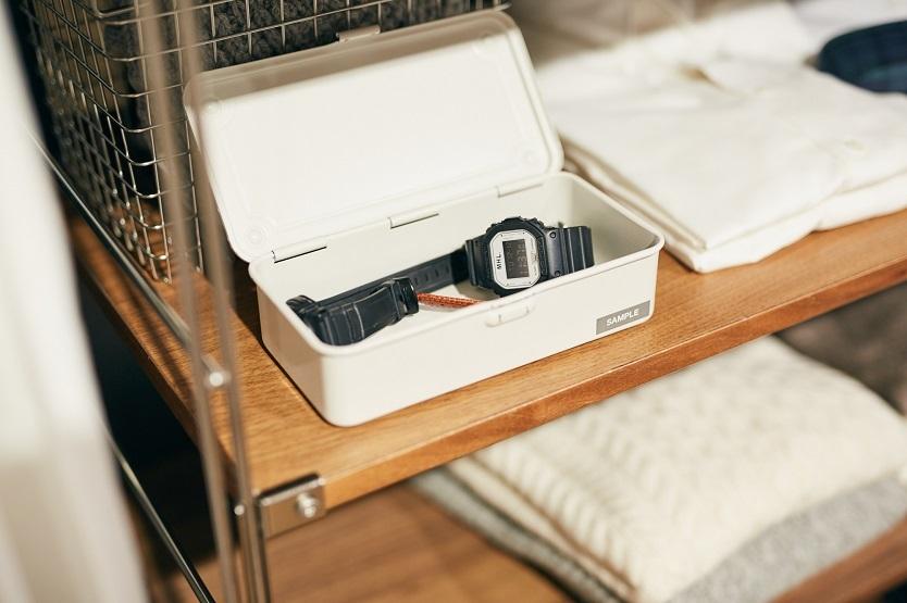 時計など毎日使う小物類はBOXにまとめておくと身支度に手間取らない