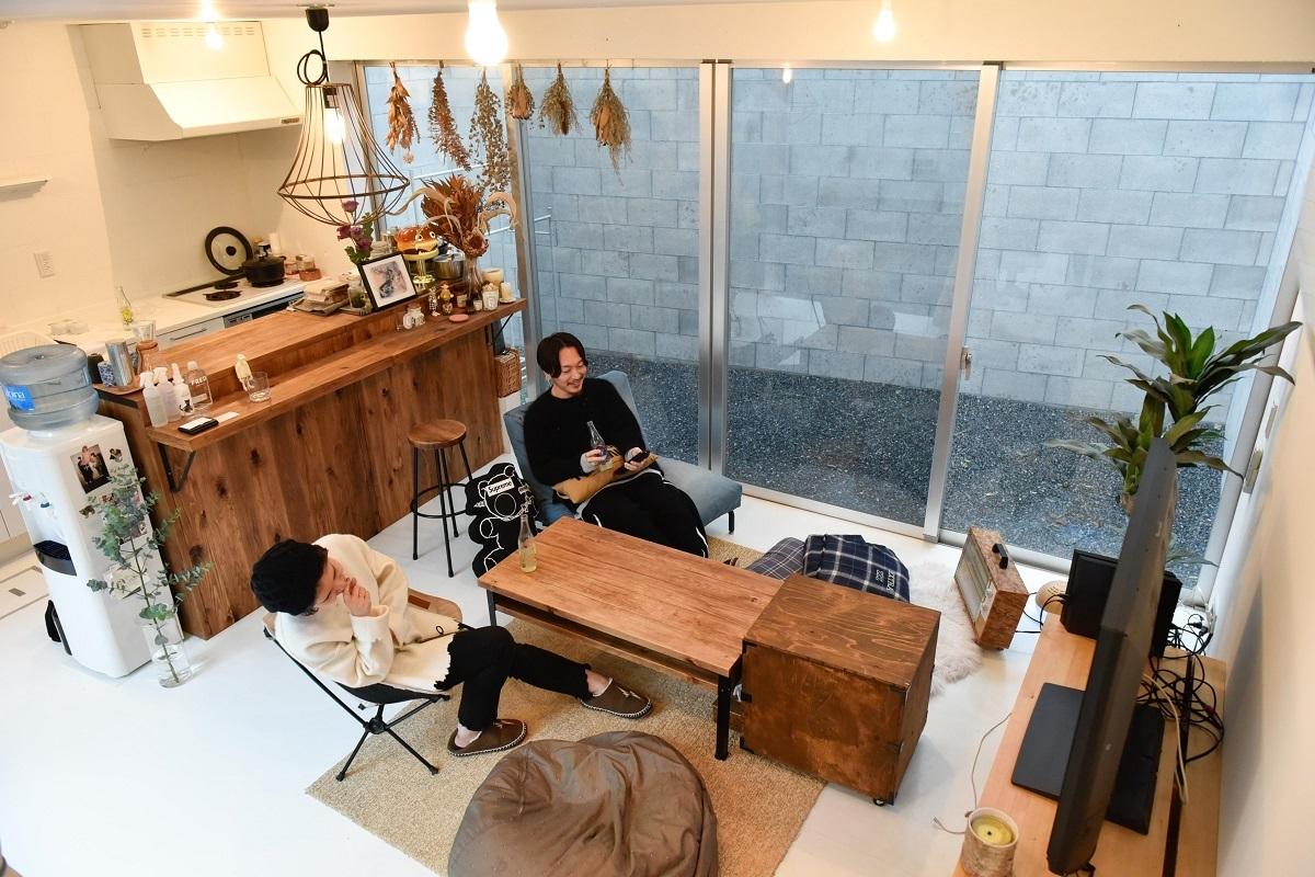 エントランスにBBQできる中庭が広がる、デザイナー夫婦の居住空間(明大前)|みんなの部屋