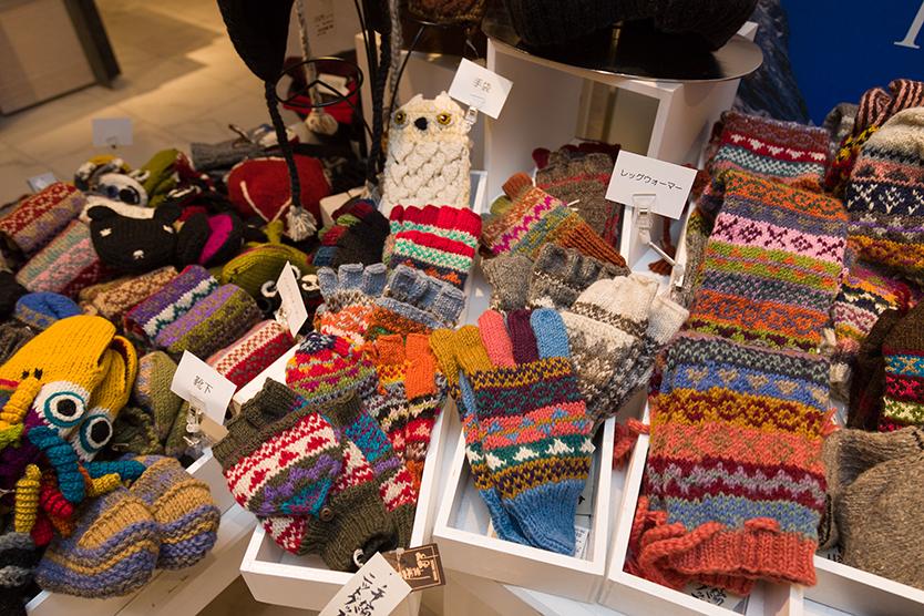 マナハウスの「フェルトソックス」「手編みてぶくろ」