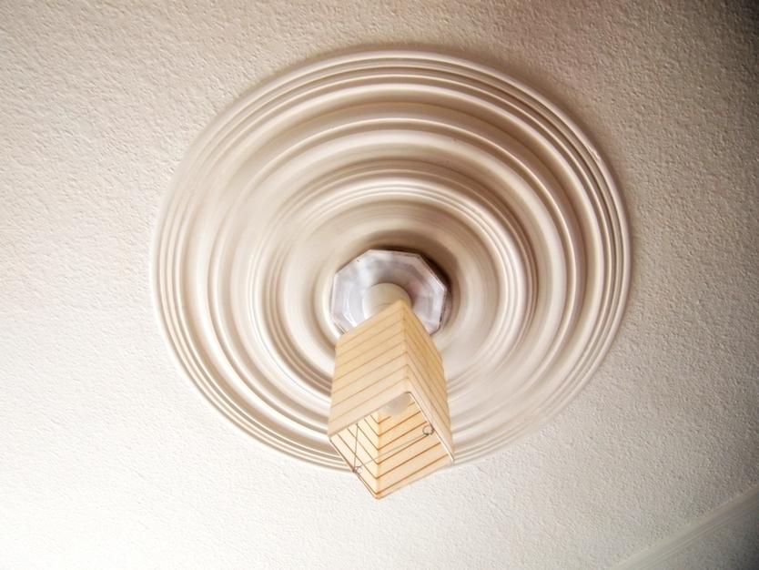 和紙で作られたランプ