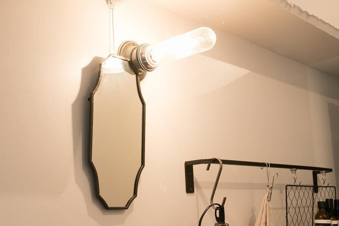 洗面スペースに設置した鏡