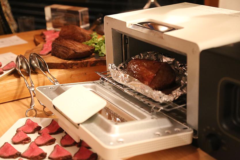 焼けた肉をアルミホイルにのせて、「フランスパンモード」で10分で焼く