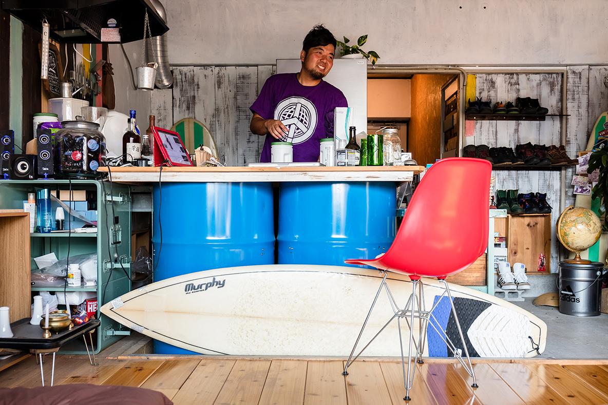 キッチンの作業台にもなる、DIYしたドラム缶テーブル