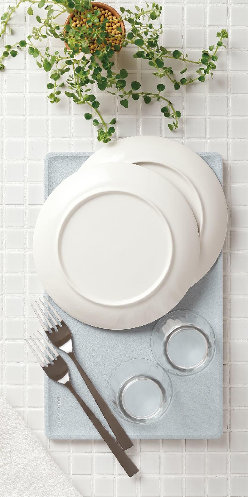 食器の水滴を吸水する「水切りトレー」