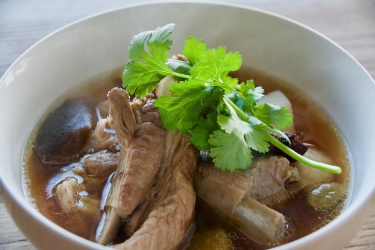 身体もこころもあたたまる薬膳料理『骨肉茶(バクテー)』のレシピ