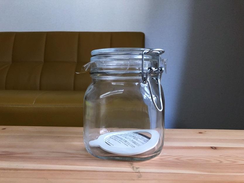 コーヒー豆は無印良品のソーダガラス密封ビンに