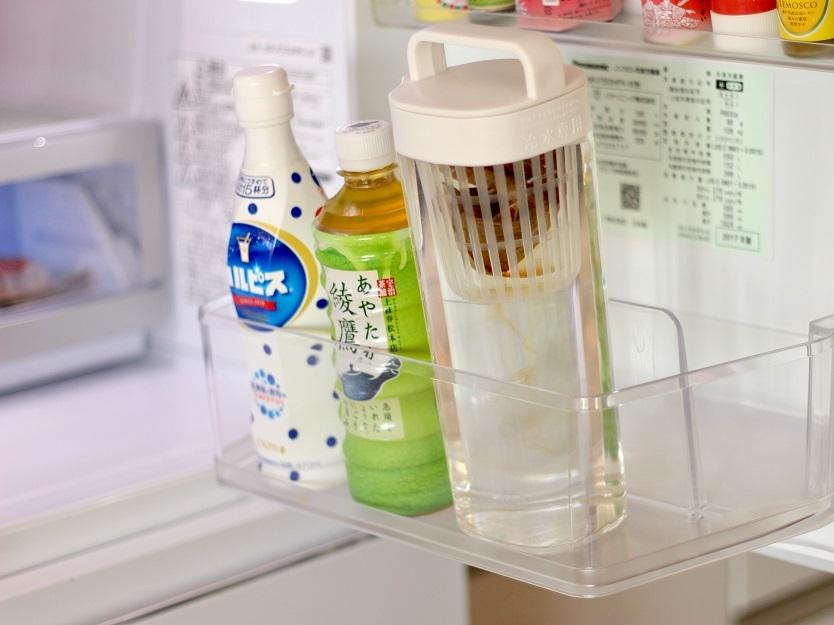 冷蔵庫のサイドポケットに入るほどのスリムさ