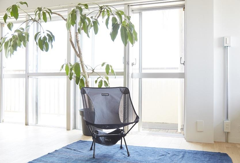 窓辺の木陰は、剛さんの特等席