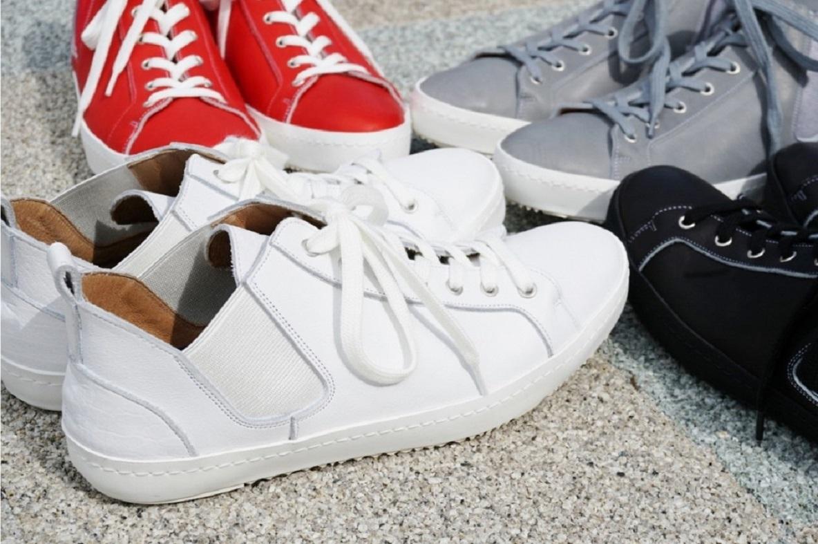 靴好きたちが下町技術で独自開発した【スニーカー感覚な革靴】