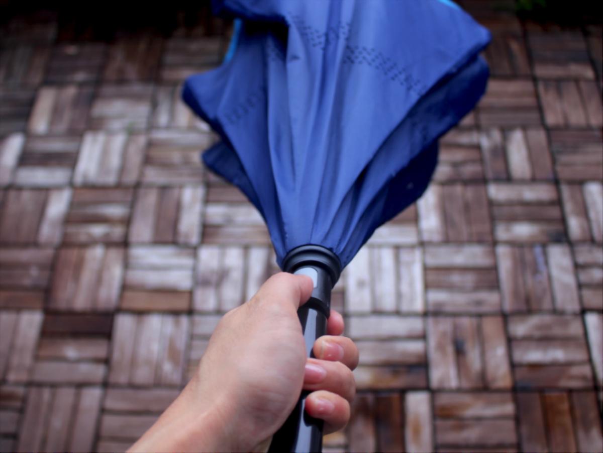車の乗り降りで濡れない!カインズの傘がスパッと解決|マイ定番スタイル