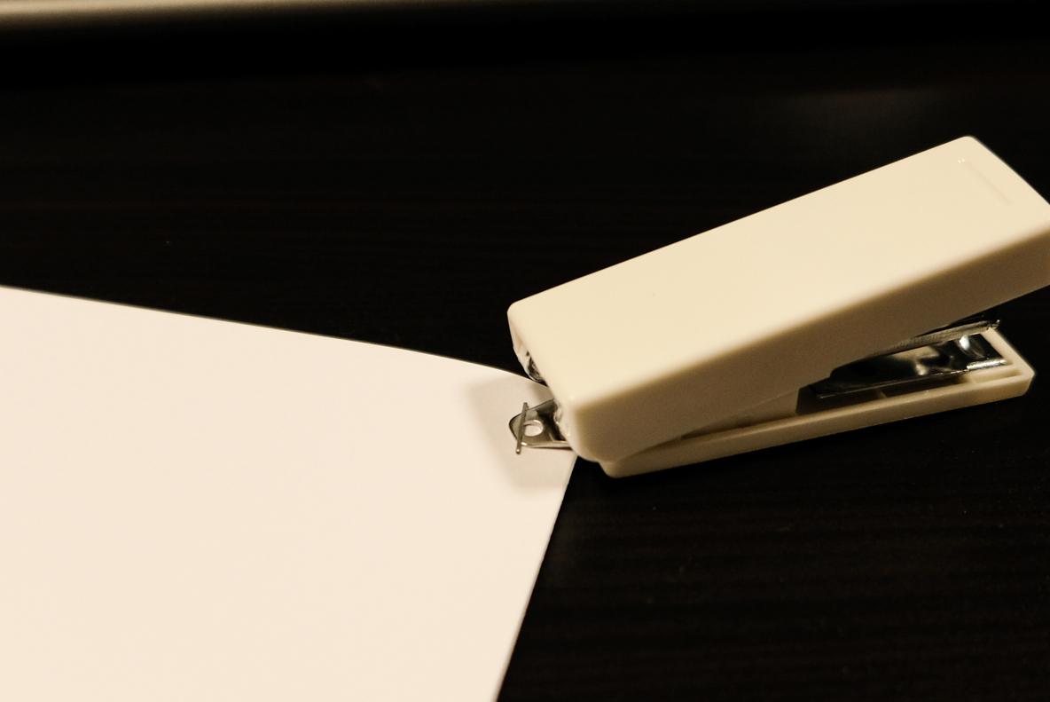 無印良品のポリカーボネイト携帯用ステープラー