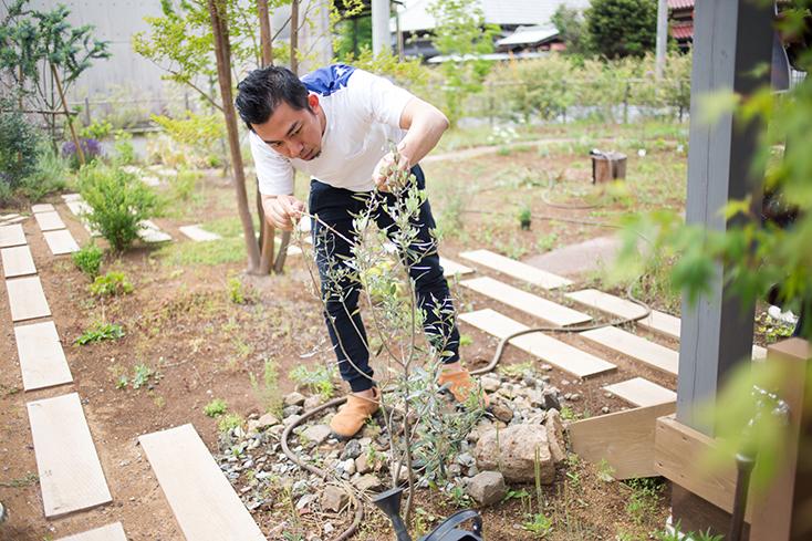 思いきり庭いじりをたのしめる、広々したガーデン