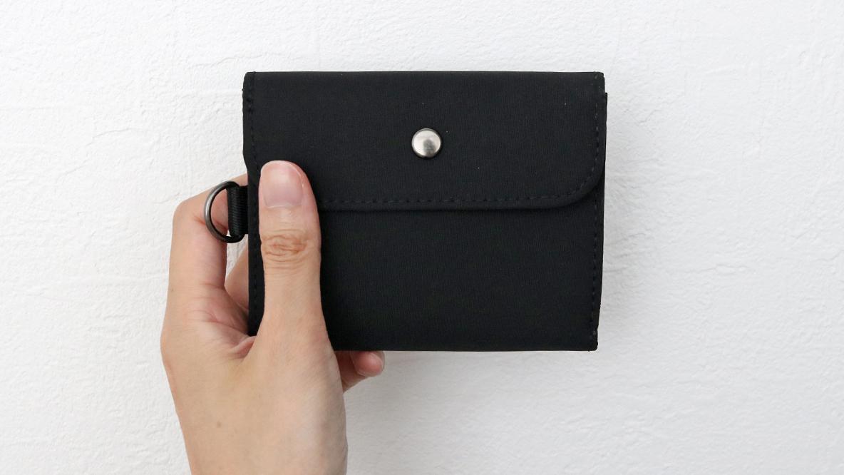 旅行用だけじゃない!無印のこのお財布が、普段の暮らしを身軽にしてくれたよ|マイ定番スタイル