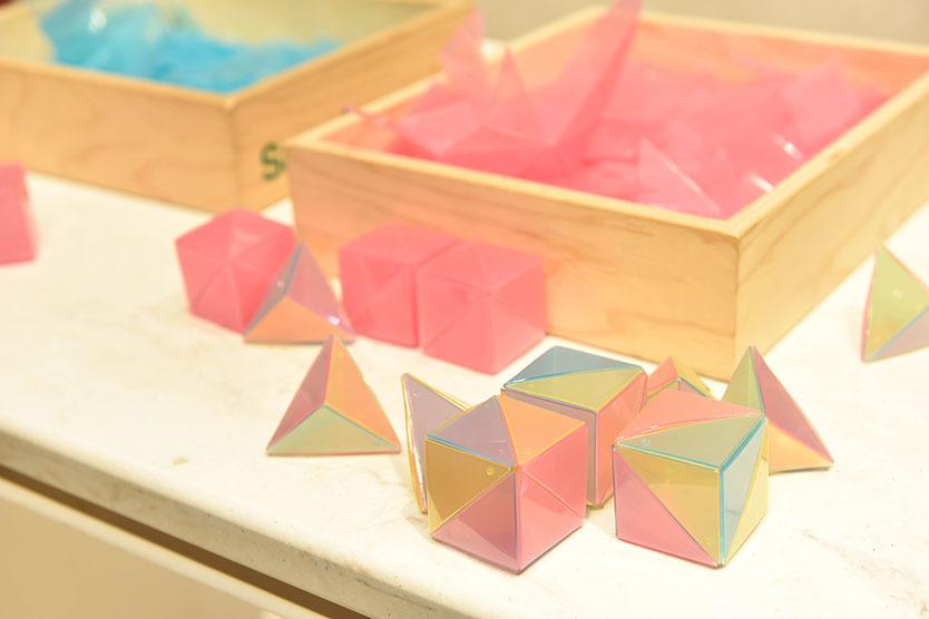 空間や色彩を学べる「OVOV」