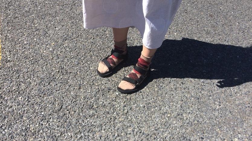 雨に降られても快適な靴下を見つけたよ!さすがモンベル、登山クオリティだな〜|マイ定番スタイル