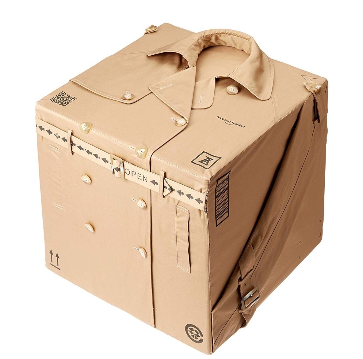 Amazonのダンボール…とおもったら、トレンチコート!?あのファッションブランドの最新アイテムなんです