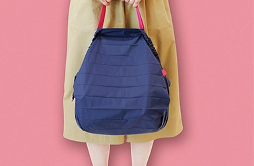 このバッグ、たくさん入るのにほんの一瞬でコンパクトにまとまってくれる!これは大発明だ…