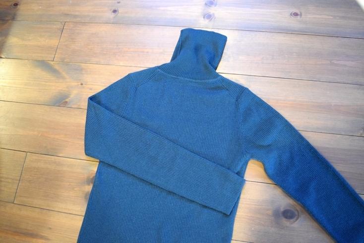無印良品の首のチクチクをおさえた洗えるタートルネックセーター