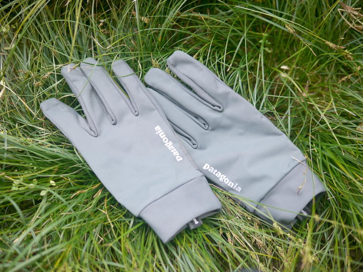 パタゴニアの手袋は冬の相棒よ。防風撥水防臭にスマホ使用もできるなんてな…|マイ定番スタイル