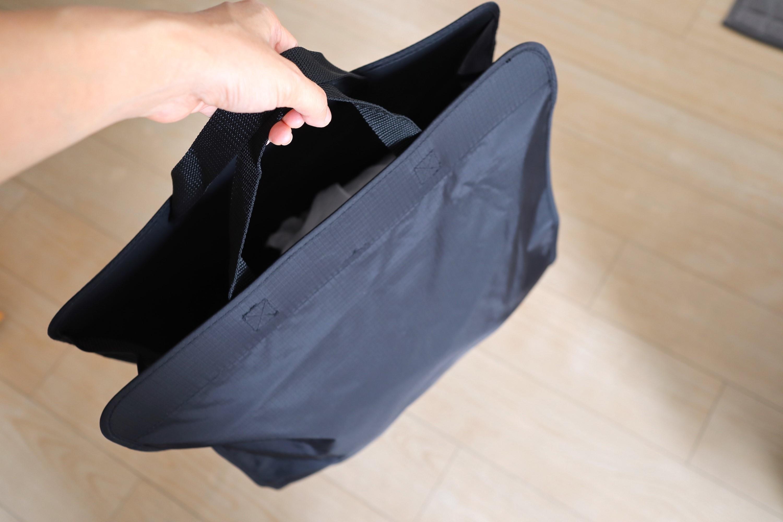 無印良品の吊るせる収納・持ち手付ポケットをバッグとして使用するイメージ