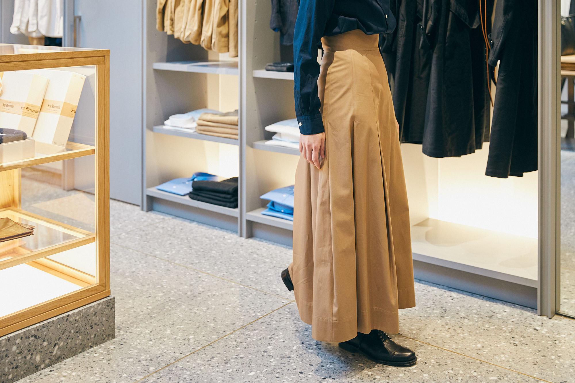Scyeの新作スカートが春風にたなびけば、英国男子も日本男児も思わずホレてまうやろ〜!