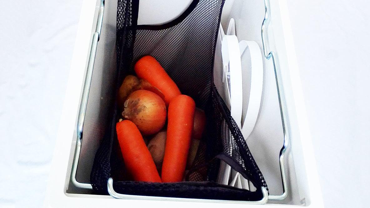 無印良品のポリプロピレンフタが選べるダストボックスに野菜を収納したイメージ