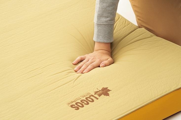 不便さを楽しむアウトドアに「極厚ベッド」を持っていくチート感、良いと思います