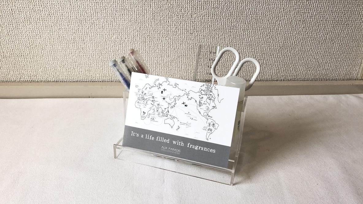 無印良品のアクリルスマホ小物スタンド・大に文房具を収納したイメージ