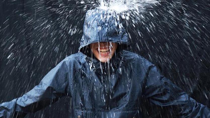 ビニール傘の40倍の耐水性ってどんだけよ!? このアノラック、本気すぎるぞ…