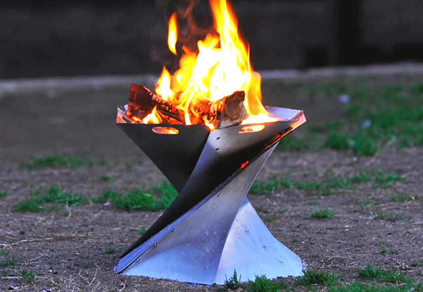 聖火で作るメシの味…? アウトドアに神聖な炎を灯すんだ