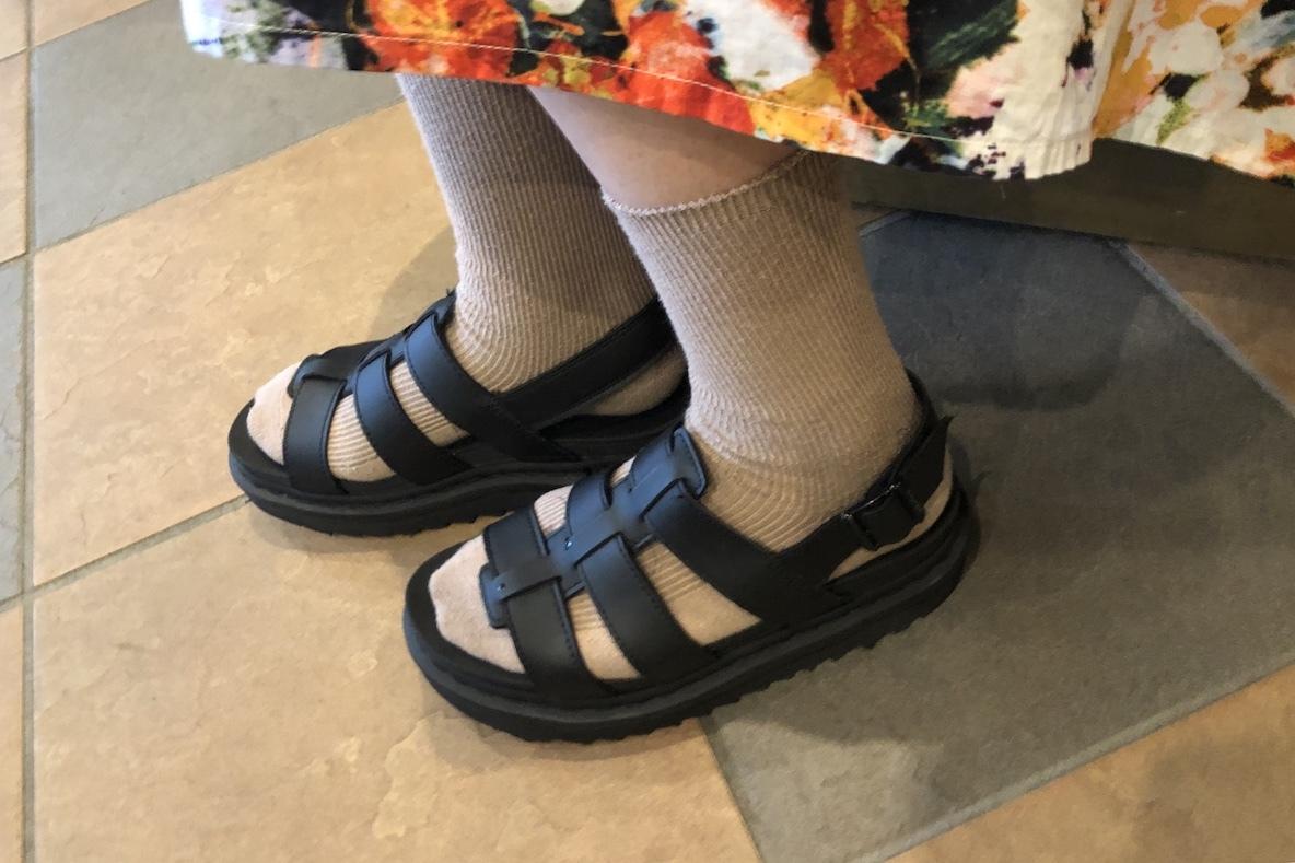 夏の相棒にドクターマーチン、大切に履いているサンダルはクリーニングに出すほど愛が増していく… | 増税前にコレが買い!