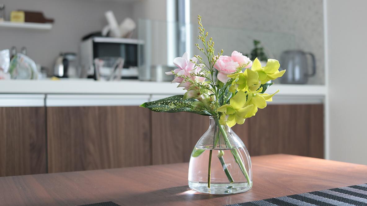 勝手にかわいいブーケが届いて「花のある暮らし」が実現するサービス、かなり良かったよ…│マイ定番スタイル