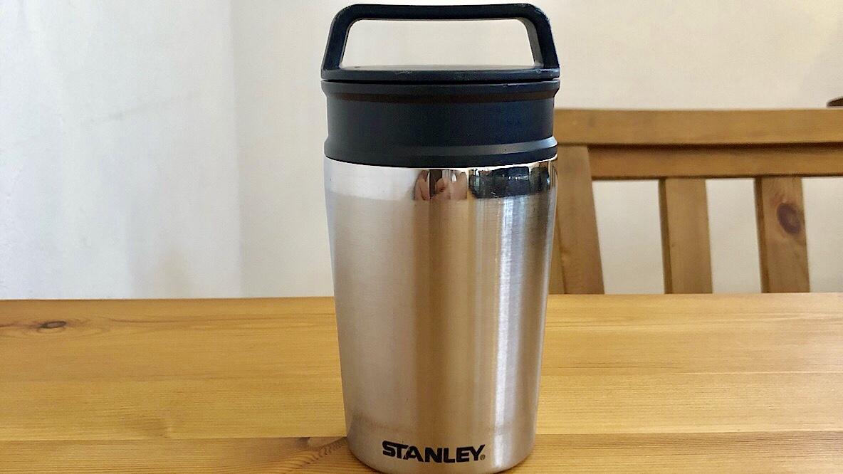 スタンレーの真空マグはしっかり密閉で漏れ知らず! コンビニコーヒーが一段とおいしく感じるよ…|マイ定番スタイル