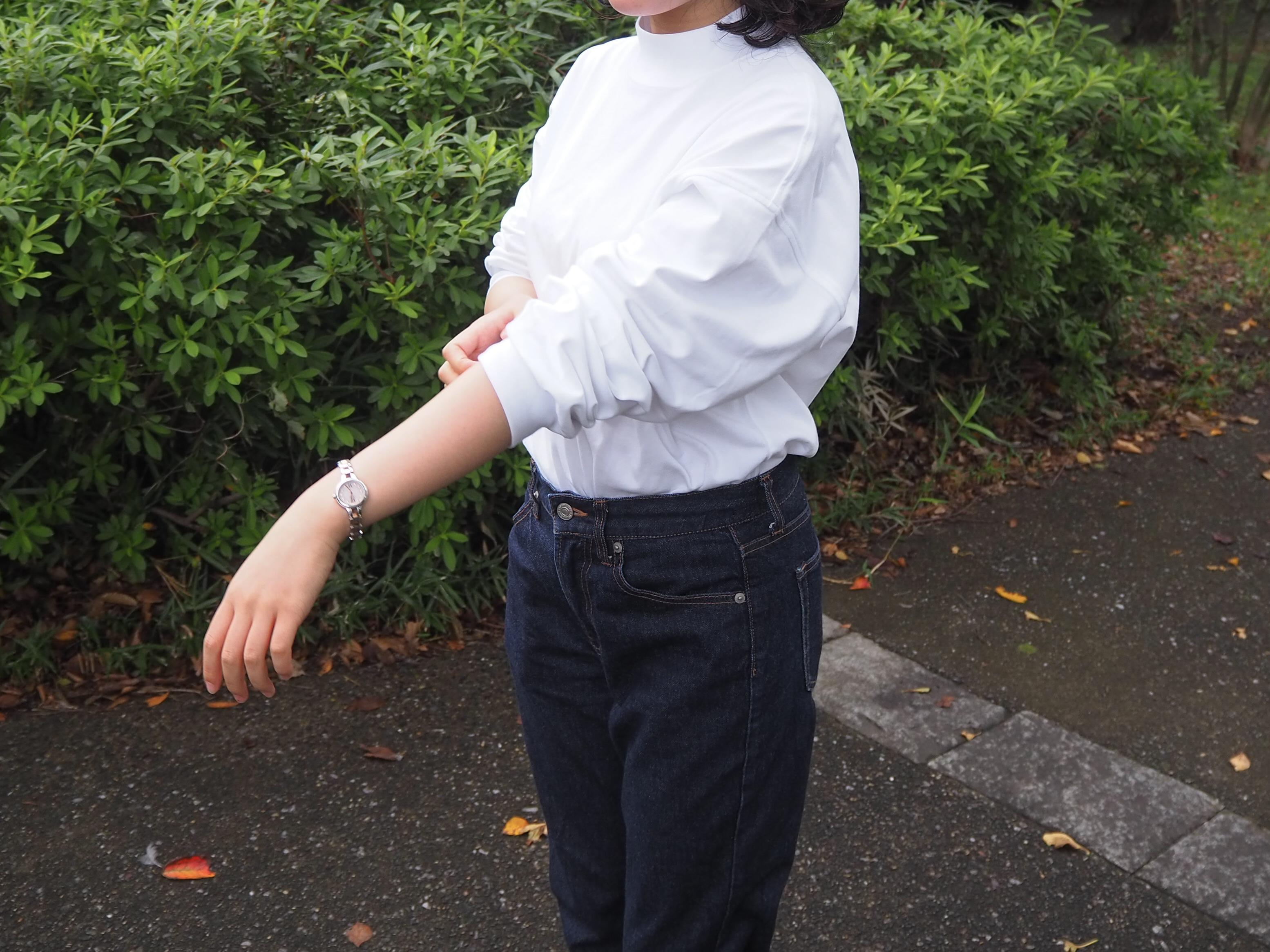 このシルエットにため息…ユニクロのモックネックTシャツが、なが〜く着られるお気に入りになったよ!|マイ定番スタイル